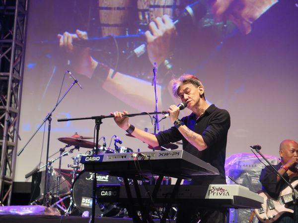 Fariz RM Hangatkan Panggung di Jazz Goes to Campus 2017