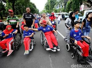 Ratusan Penyandang Disabilitas Ikuti Gerak Jalan Sehat