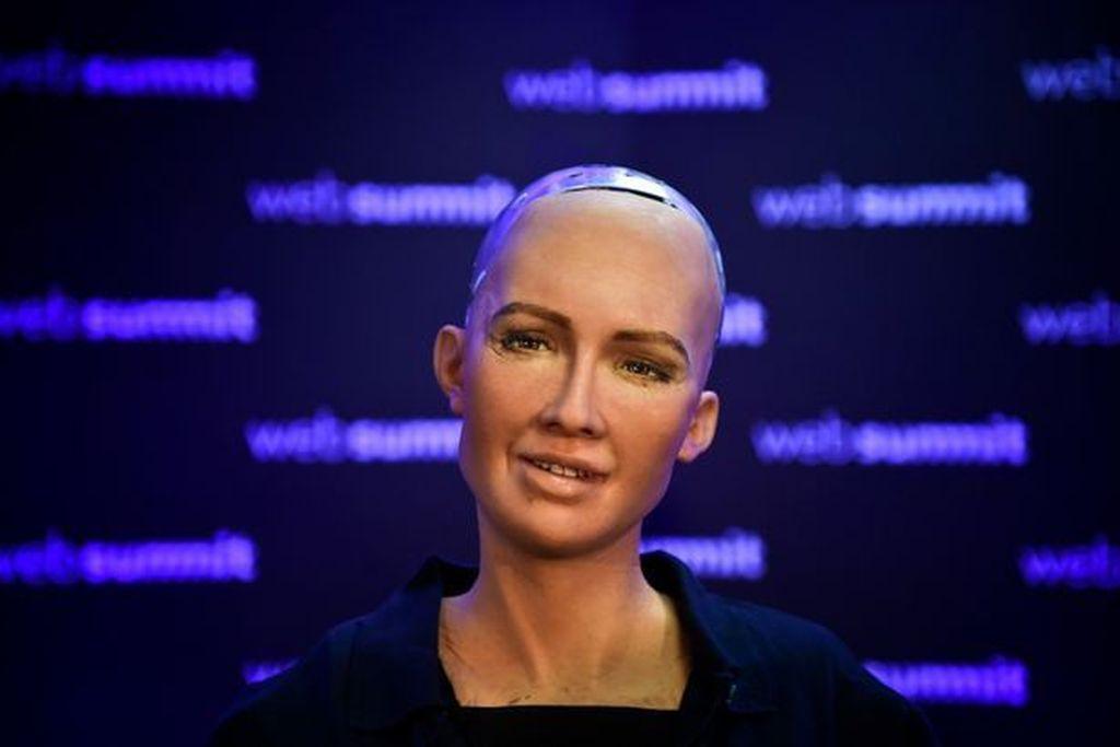 Robot Sophia. Sophia diciptakan oleh perusahaan Hong Kong bernama Hanson Robotics dan dapat menampilkan lebih dari 50 ekspresi wajah. Ia dilahirkan alias aktif pada 14 Februari 2016. Foto: dok AFP