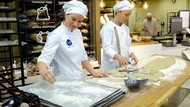Wah, Bakery Ini Jual Roti Berbahan Tepung Jangkrik Pertama di Eropa!