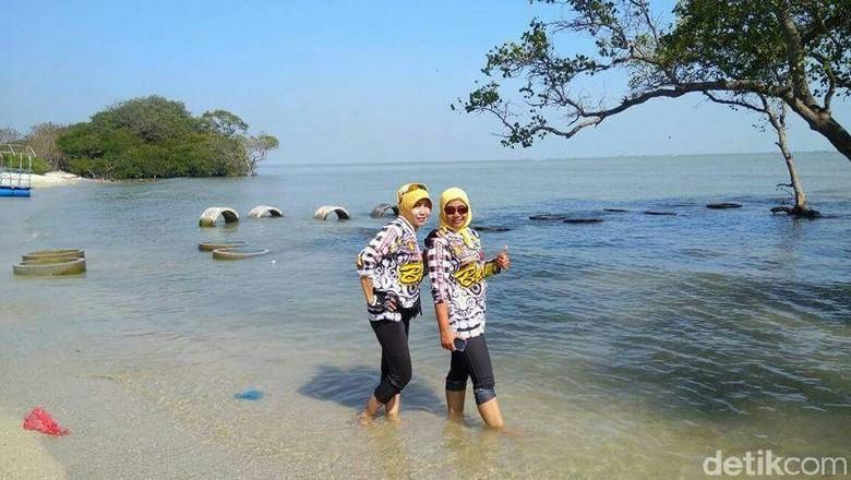 5 Keunikan Pantai Kutang Tuban di Lamongan/Foto: Eko Sudjarwo