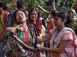 Jerit Tangis Warga India Saat Gubuknya Dihancurkan Polisi dan Gajah