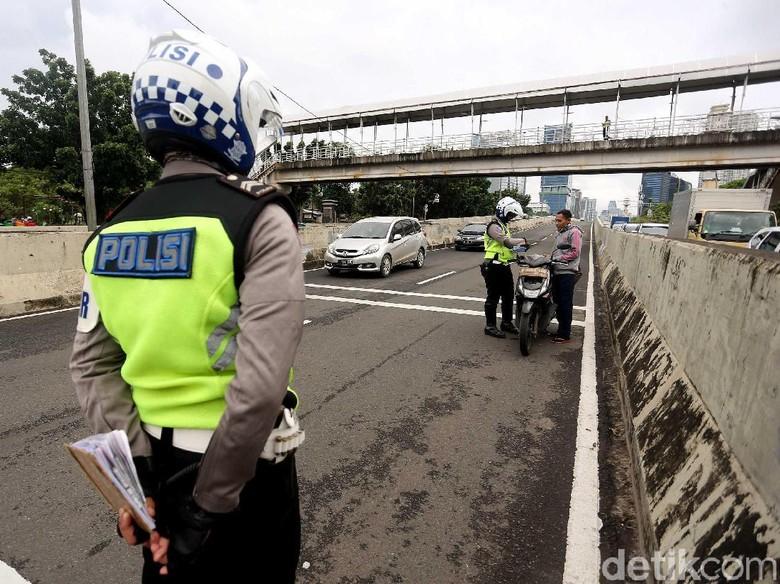 SIM yang Discan Tak Bisa Dijadikan Alat Bukti Pelanggaran Foto: Rengga Sancaya