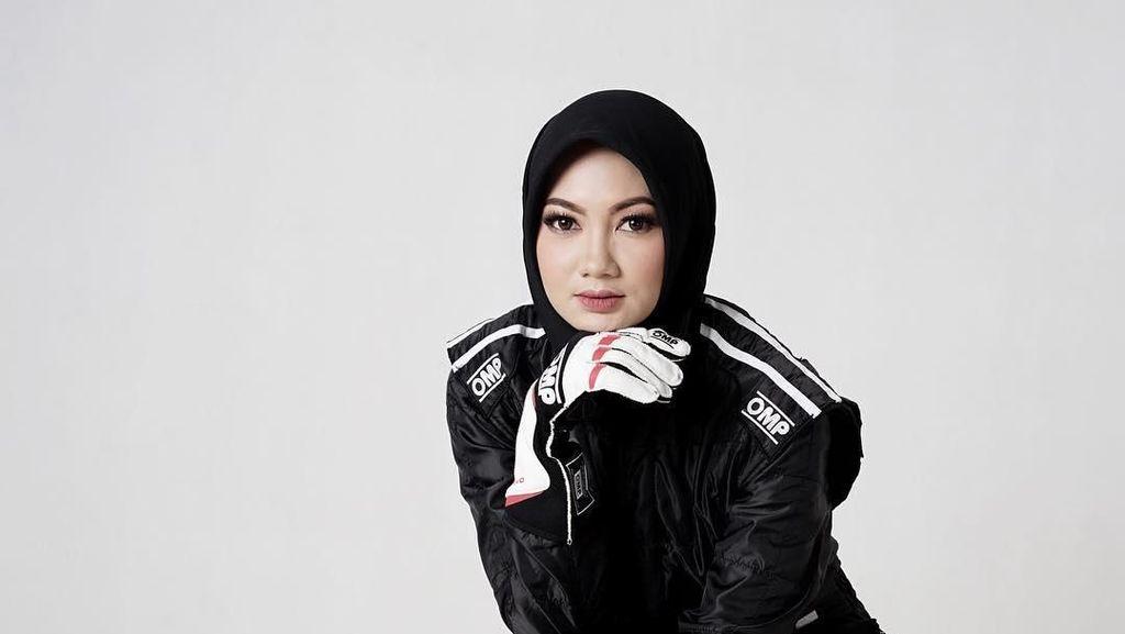 Pembalap Cantik Ini Ramai Dipuji Netizen karena Berhijab