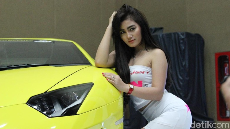 Salah seorang model di kontes modifikasi Indonesia Automodified