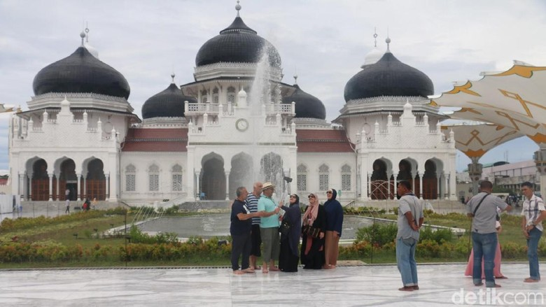 Polisi Syariah Aceh Pasang Baliho Larangan Rayakan Tahun Baru