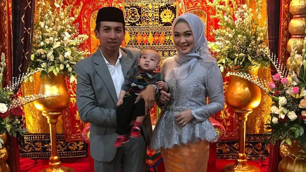 Foto: Manisnya Poppy Dewinta, Kakak Ipar Kahiyang Ayu Suka Berhijab Simpel