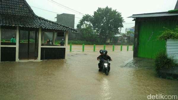 Diterjang Banjir, 11 Titik Jaringan Listrik di Gunungkidul Rusak