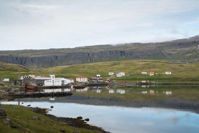 Djupavik berada di pesisir Arneshreppur, Westfjords, barat laut Islandia. Kalau dari Reykjavík jaraknya sekitar 300 km. Hanya ada beberapa rumah saja di sana (Visit Westfjords)