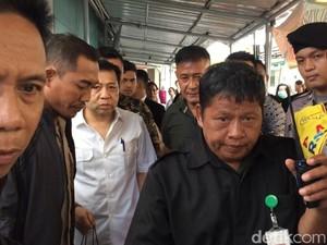 Foto: Gaya Necis Setya Novanto Saat Cek Kesehatan di RSCM