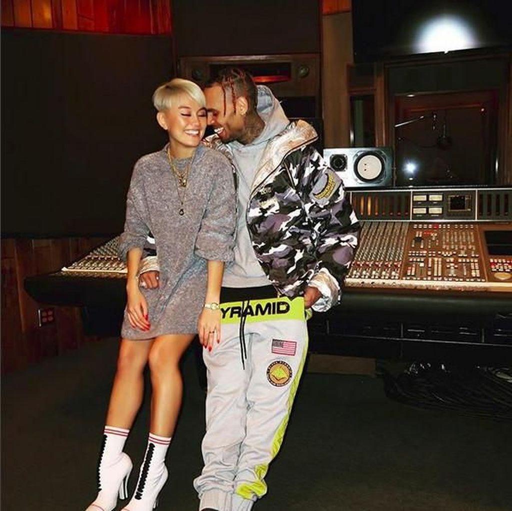 Agnez Mo Akui Foto Mesra Bareng Chris Brown Tak Ada Hubungannya dengan Lagu