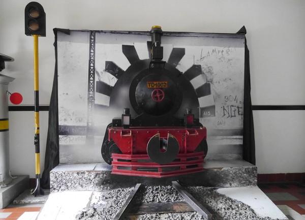 Sekarang berbagai sisi dalamnya pun makin cantik. Ruangan-ruangan di sini pun ada yang digunakan untuk pameran, seperti foto-foto terkait sejarah kereta api (Kurnia/detikTravel)