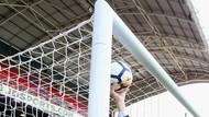 Gila! Kiper Muda Ajax Tahan 3 Penalti, Lalu Cetak Gol Kemenangan
