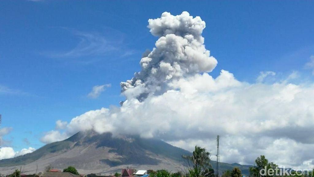 Mengenal 7 Gunung Berapi Aktif di Indonesia yang Jadi Destinasi Wisata