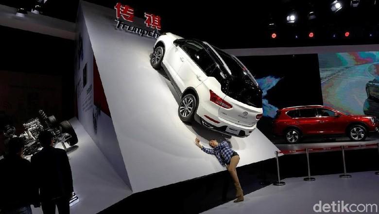 Mobil yang dipasarkan di China Foto: REUTERS/Aly Song