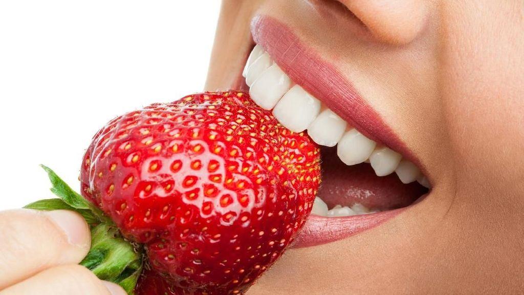 5 Bahan Alami untuk Memutihkan Gigi dengan Cepat