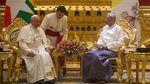 Foto: Momen Paus Fransiskus Bertemu Suu Kyi di Myanmar