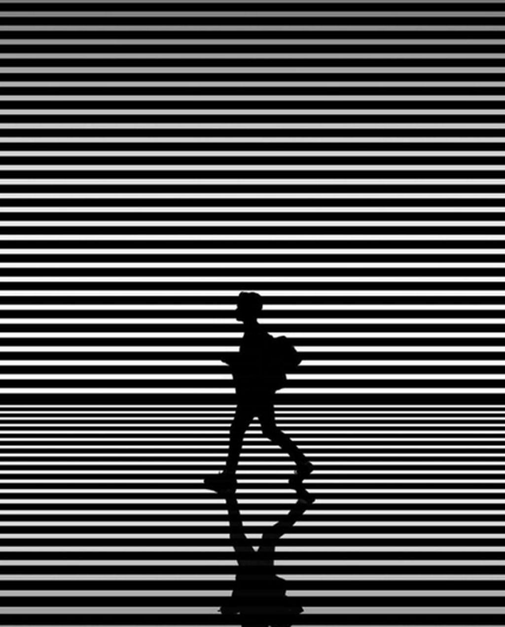 Lewat akun Instagramnya @jasonmpeterson, ia memukau banyak orang dengan karya fotografernyayangberkonsep warna hitam & putih.(Foto: Instagram)