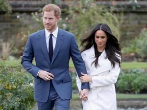 Harga Gaun Meghan Markle di Foto Pertunangannya dengan Pangeran Harry