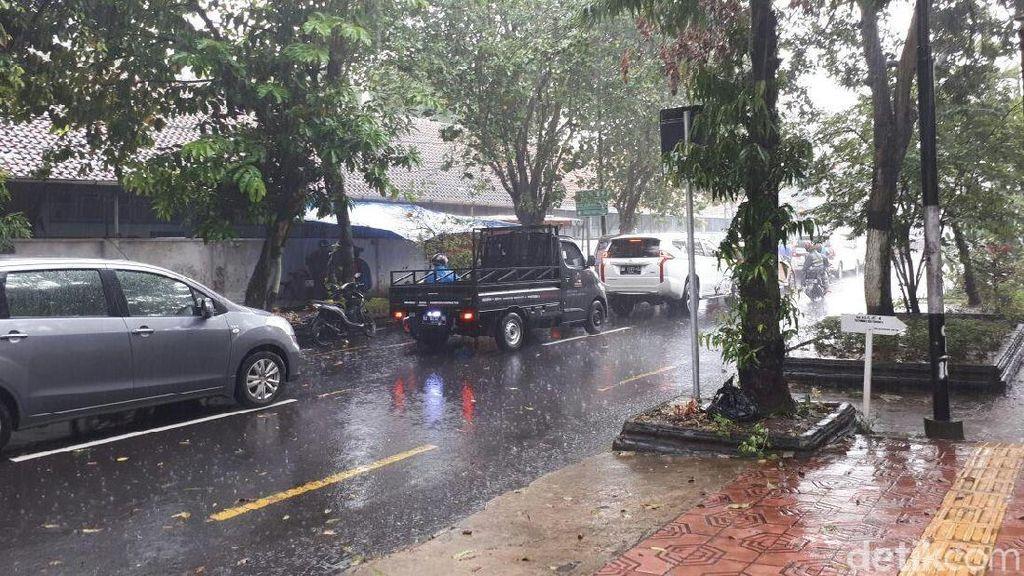 Prakiraan Cuaca Yogya: Waspada Hujan Lebat-Petir dan Angin Kencang