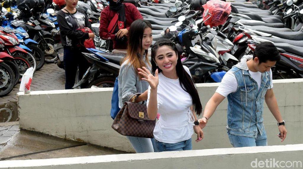 Soal Terobos Busway, Dewi Persik Pertimbangkan Tempuh Jalur Hukum