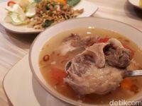 Boen Kitchen: Makan Siang Enak dengan Sop Buntut Empuk Berkuah Gurih