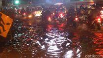 Ada Genangan Air di Underpass Cawang, Lalin Macet