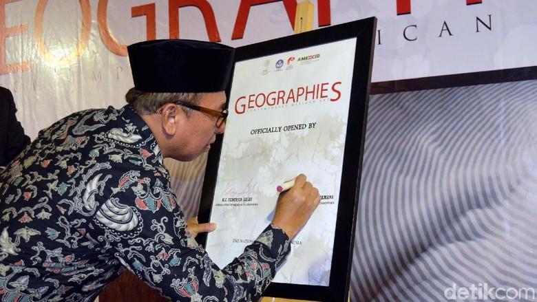 Pameran Seni Kontemporer Meksiko Geographies