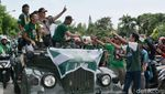 Foto: Trofi Persebaya Juara Diarak Ribuan Bonek