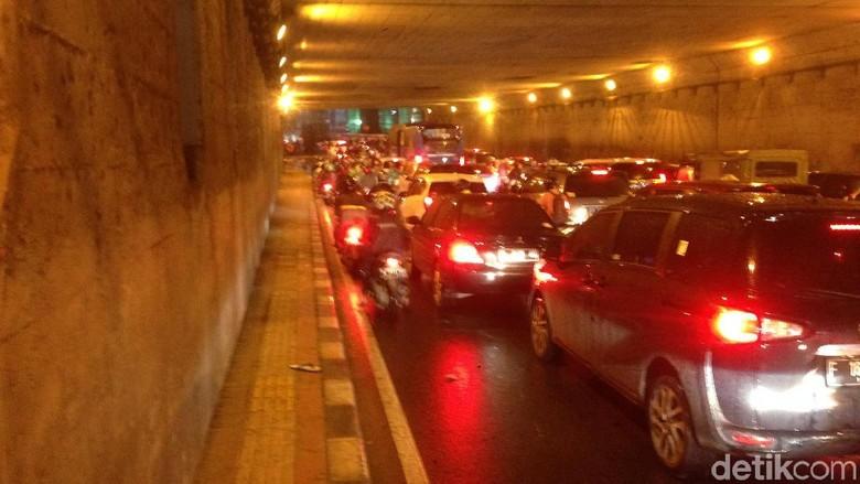 Pegal Saat Mengemudi Mobil Karena Macet, Ini Cara Mengatasinya Foto: Ibnu Hariyanto/detikcom