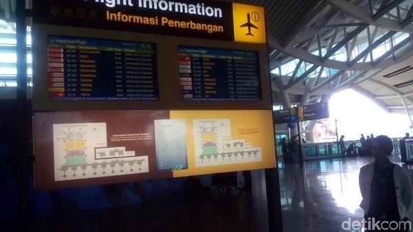 Foto: Penutupan Bandara Ngurah Rai masih diperpanjang sampai Rabu (29/11/2017). Untuk kapan waktu dibuka kembali, akan selalu diupdate oleh petugas yang stand by 24 jam di sana. (Yakub/detikTravel)