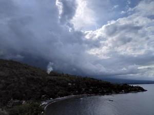 Warga Takut Makan Sayur yang Terkena Hujan Abu Gunung Agung