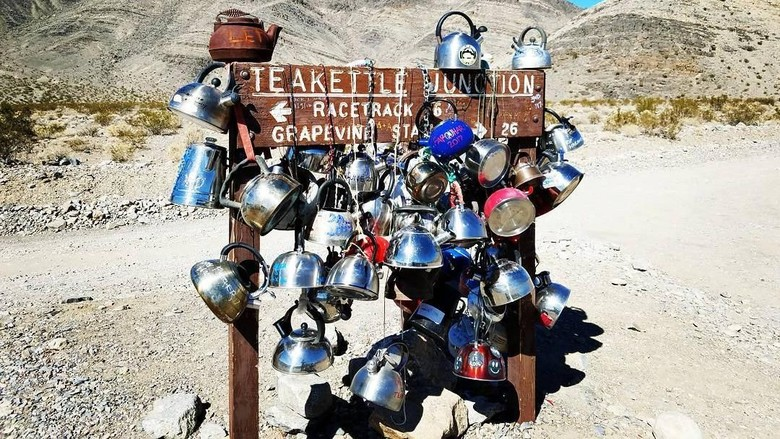 Teakettle Junction di Death Valley, AS (no_borders_overlanding/Instagram)