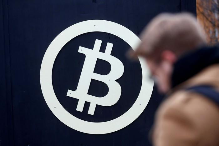 Simbol Bitcoin. Foto: Reuters