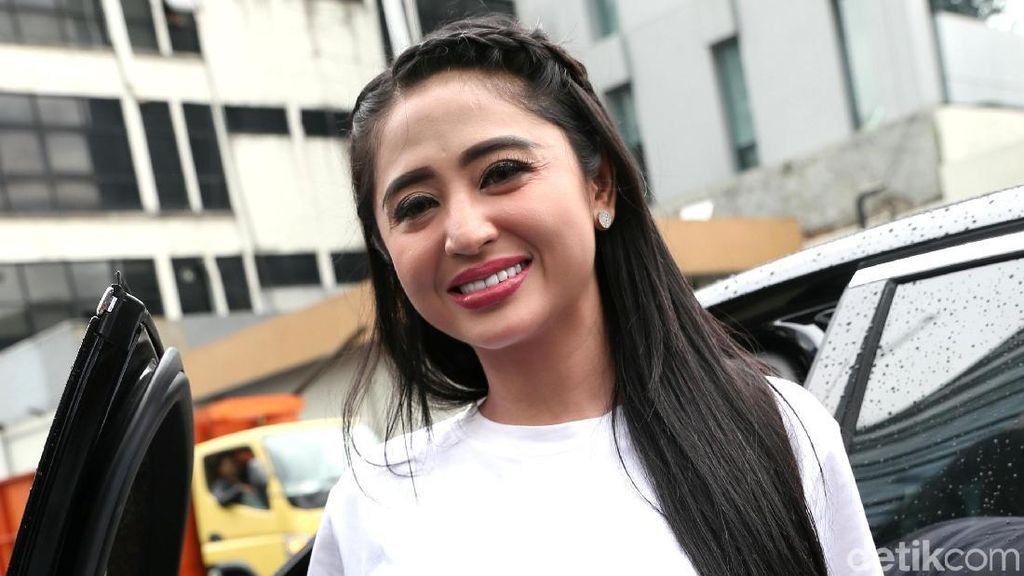 Dibayar Selangit, Ini Honor Pertama Kali Dewi Persik Tampil di TV