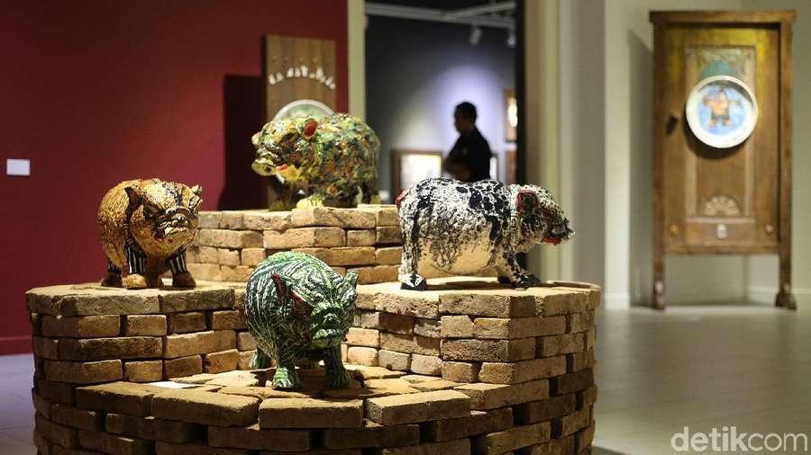 Perdana, Butet Pamerkan Keahliannya dalam Seni Lukis di Media Keramik