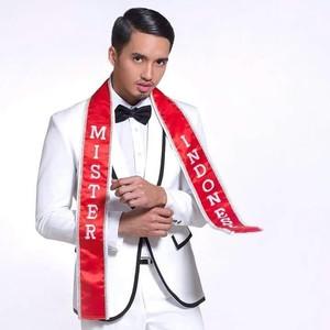 Perkenalkan, Ini Mister Indonesia 2017 yang Perutnya Sixpack Banget