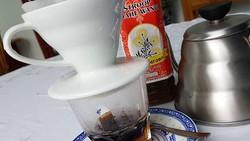 Kebiasaan makan enak bisa jadi salah satu penyebab gagal jantung Bondan Winarno. Namun tak banyak yang tahu jika Bondan sebenarnya memiliki gaya hidup sehat.