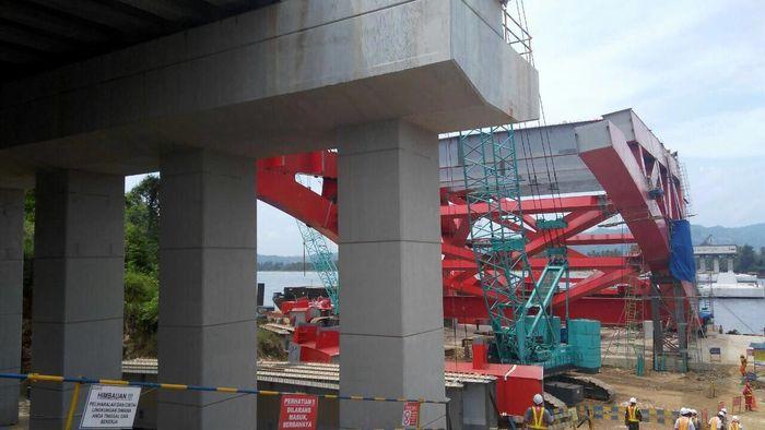 Jembatan ini pertama kali dibangun pada Mei 2015. Jembatan Holtekamp menjadi salah satu mega proyek infrastruktur yang dibangun di kawasan Timur Indonesia. Zaenal Effendi/detikcom.