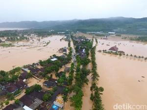 Untuk Korban Bencana di Daerah Asalnya, SBY Sumbang 10 Truk Bantuan