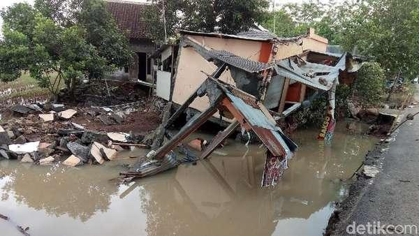 Banjir di Bantul Akibatkan Rumah Roboh Hingga Jalan Rusak