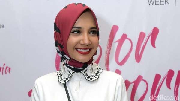 Senyuman Manis Zaskia Sungkar Usai Operasi