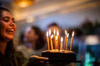 Hii.. Kebiasaan Tiup Lilin Kue Ulang Tahun Picu Penyebaran Bakteri