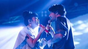 Romantis! Yura Yunita dan Reza Rahadian Duet di LAFF Festival