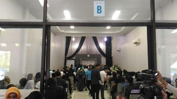 Para pelayat sudah memenuhi rumah duka krematorium ruangan B di Sentra Medika.