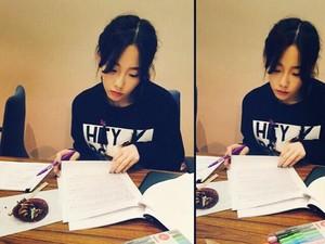 Mewarnai, Kegemaran Taeyeon SNSD yang Bisa Taklukkan Stres