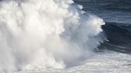 Cuaca Buruk, Pelayaran dari Kupang Dihentikan