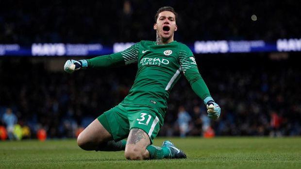 Ederson memiliki peran penting mengantarkan Man City juara Liga Inggris 2017/2018.