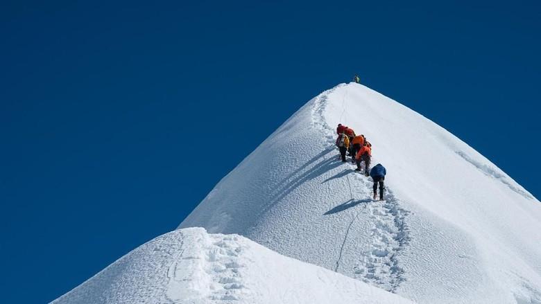 Pendakian ke Puncak Everest (Thinsktock)