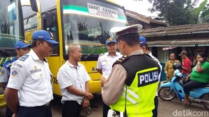 Libur Panjang, Polisi di Garut Cek Kelaikan Bus dan Tempat Wisata